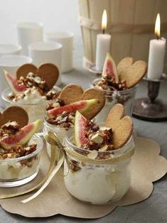 Yogurt with gingerbread, candied nuts and figs- Yoghurt med pepparkakskross, kanderade nötter och fikon Why not start the Advent celebration with this glorious breakfast? Swedish Christmas, Christmas Dishes, Christmas Brunch, Christmas Sweets, Christmas Baking, Come Reza Ama, Gateaux Cake, Candied Nuts, No Bake Desserts