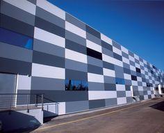 Panels - QuadroClad Glass Facade Panels from Hunter Douglas Contract Hunter Douglas, Cladding Design, Facade Design, Wall Design, Factory Architecture, Facade Architecture, Commercial Architecture, Aluminium Cladding, Warehouse Design