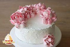 Eiweißcreme oder Meringuecreme ist perfekt für Blumenspritzen und Tortendekoration