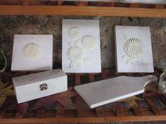 Cofanetto, tagliere e quadretti decorativi con fiori in pasta di mais