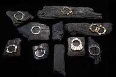 The black wood really picks out the silver. really nice way to display rings. Could work on burlap back ground