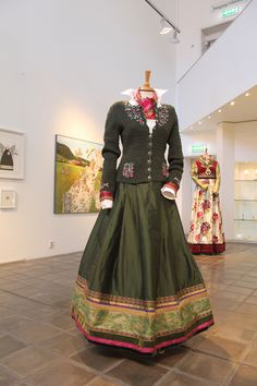 Boho Fashion, Vintage Fashion, European Dress, Mexican Dresses, Color Shapes, Folk Costume, Apparel Design, Traditional Dresses, Costume Design