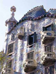 Casa Batllo - a fascinating piece of architecture by Antoni Gaudi.  He designed and built this between 1905 and 1907.  Makes me want to visit Barcelona just to see this!