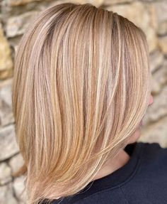 """Let this be your next promising look! So fine and dimensional—these are what this balayage straight hair can offer you. Tap """"Read It"""" to see more beautiful balayage styles for straight hair. Balayage Straight Hair, Blonde Balayage Highlights, Caramel Balayage, Brown Balayage, Balayage Hair, Latest Hairstyles, Straight Hairstyles, Purple Shampoo And Conditioner, Champagne Blonde"""