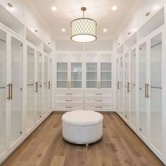dream closets Are you looking for master walk-in closet design ideas? Ive rounded up seven stunning (yet simple and doable) inspiration closets for you. Walk In Closet Design, Bedroom Closet Design, Master Bedroom Closet, Closet Designs, Bedroom Decor, Spare Room Walk In Closet, 4 Bedroom House Designs, Walk Through Closet, Master Closet Design