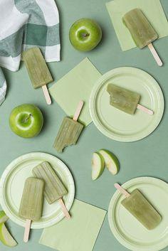 Green apple popsicles (The House That Lars Built) Frozen Desserts, Frozen Treats, Vegan Desserts, Dessert Recipes, Green Apple Recipes, Smoothie Popsicles, Healthy Popsicles, Homemade Popsicles, Smoothies
