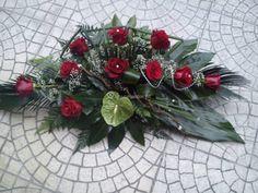Tropical Flower Arrangements, Tropical Flowers, Birthday Cake Decorating, Funeral Flowers, Arte Floral, Casket, Ikebana, Diy And Crafts, Christmas Wreaths