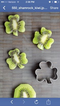 Use a shamrock cookie cutter on kiwi slices to make these adroable little kiwi shamrocks! (Try Food Healthy Recipes) Cute Food, Good Food, Deco Fruit, Food Decoration, Food Humor, What To Cook, Creative Food, Food Presentation, Food Art