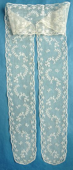 Late c Mechlin lappets. Antique Lace, Vintage Lace, Vintage Clothing, Vintage Outfits, Pearl And Lace, Linens And Lace, Lace Making, Bobbin Lace, Old And New