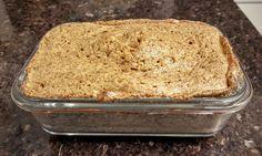Dieta Low-Carb e Paleolítica: O pão low carb mais fácil do mundo no microonas Linhaça (cerca de 6 colheres de sopa) Amendoim* torrado sem casca (cerca de 2 colheres de sopa; pode ser feito sem amendoim e com mais linhaça, se preferir) Meia colher de chá de fermento químico 1 Colher de sopa cheia de requeijão 2 Ovos Sal a gosto