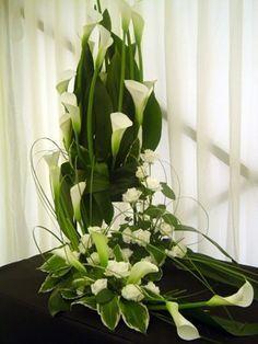 Resultado de imagem para arreglo de flores para boda iglesia