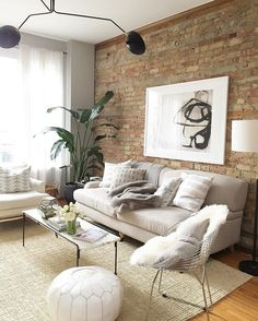 Excited to check out chi town w/ @daniellemoss_ today but can't wait to get back to her cozy home! #foundvintagetravels
