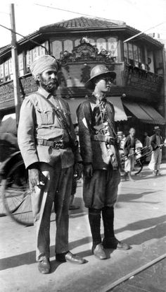 1927: Observing the Indian and Chinese policemen 上海交警