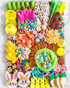 We may not be entertaining guests for Easter this year but we can enjoy the beautiful creations of this charcuterie candy board Easter Candy, Easter Treats, Easter Eggs, Easter Food, Easter Cookies, Chocolates, Yogurt Covered Pretzels, Party Food Platters, Party Trays