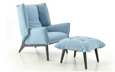 Blue version : Fauteuil TOA par Rémi Bouhaniche #pin_it #design @mundodascasas See more here: www.mundodascasas.com.br