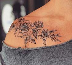 Roses on shoulder tattoo Rosen auf Schulter Tattoo Pretty Tattoos, Sexy Tattoos, Body Art Tattoos, Small Tattoos, Woman Tattoos, Tree Tattoos, Ink Tattoos, Finger Tattoos, Piercings