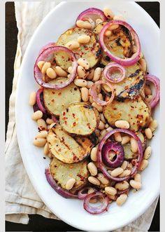 Patatas, cebolla dulce y judías al horno