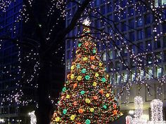 chicago illinois daley plaza christmas tree glisten and shine it is surrounded by - Chicago Christmas Market