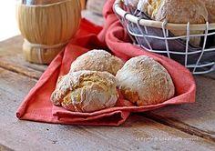 Cazzotti di pane senza impasto,croccantissimi e squisiti!Hanno tutto il sapore del pane di una volta!Ricetta senza fatica!Vi basterà solo mescolare questo favoloso impasto!Seguite i miei consigli per