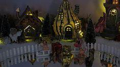 www.decorelle.fi - Suunnittele ja toteuta kaikkien aikojen ihanin ja hurmaavin joulun tunnelmaa hehkuva joulukyläsi myynnissämme olevilla keijutaloilla! Garden Products, Miniature Fairy Gardens, Batman, Miniatures, Painting, Art, Art Background, Painting Art, Kunst