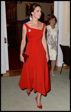 Dit doet Kate Middleton als ze dol is op een jurk - Het Nieuwsblad: http://www.nieuwsblad.be/cnt/dmf20161123_02587036