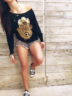 Defend yourself from evil while staying golden in our Gold Foil #Hamsa! You will be sure to look good while doing good in this long sleeve :)
