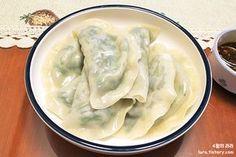 담백한 부추만두 만들기 / 믿고가는 자스민님 레시피 중국식 부추만두 만들기 부추만두_초간장 K Food, Asian Recipes, Ethnic Recipes, New Menu, Korean Food, Kimchi, Japanese Food, No Cook Meals, Food Hacks