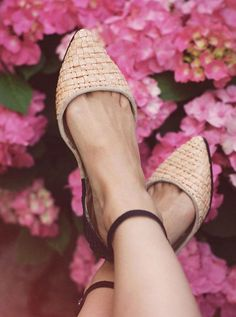 """بالصور ..أشيك الأحذية """"الفلات """" للسيدة العاملة - نصف الدنيا"""