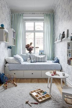 Small kids room design ideas You are in the right place about autumn decoration bedroom Here we offer you the most beautiful pictures about the decoration bedroom romantic you are looking for. When you examine the Small kids room design ideas part of … Small Apartment Bedrooms, Small Room Bedroom, Cozy Bedroom, Tiny Bedrooms, Master Bedroom, Daybed Bedroom Ideas, Bedroom Decor Kids, Bedroom Wall Lights, Long Narrow Bedroom