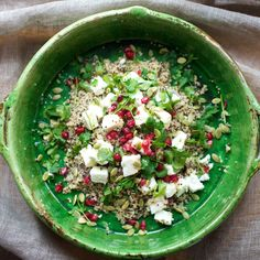 Salade de quinoa blanc et noir, grenade, graines de courge, feta et menthe, de Quinola Mothergrain / White and Black Quinoa, with Pomegranate, Feta cheese, Pumpkin seeds and Mint by Quinola Mothergrain
