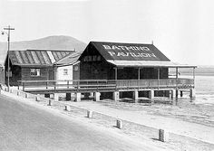 Situated near the present day Royal Cape Yacht club, was the Woodstock Bathing Pavilion.The road was Marine drive that ran along the beach all the way to Milnerton. Old Pictures, Old Photos, Vintage Photos, Woodstock, Pavillion, Cape Town South Africa, Most Beautiful Cities, Old Buildings, African History