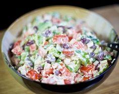 Как удивить гостей: приготовьте салат с крабовыми палочками и фасолью