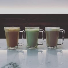 Trio de lattes. Pint Glass, Latte, Bowls, Beer, Mugs, Tableware, Serving Bowls, Root Beer, Dinnerware