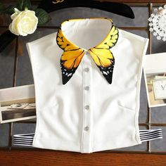 Butterfly Wings Fake Collar Shirt - Source by ramkas - Diy Fashion, Ideias Fashion, Fashion Dresses, Fashion Design, Korea Fashion, Origami Fashion, Fashion Details, White Fashion, Unique Fashion
