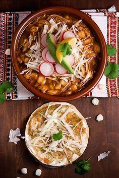 #TuFiestaTip -Pozole te lo comas blanco de Guerrero o rojo de Jalisco siempre un plato que se come bien caliente.