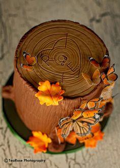 Autumn tree stump wedding cake