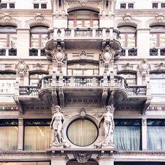 Palazzo (portici di) Chiozza, '800 Trieste, Italy, Scenes