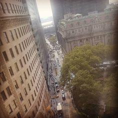 The view from #WeWorks near the #ChargingBull. #TourGuide #ILoveNY #Dansk #turistinewyork #turengårtil #newyork #nyc #NY #NYCAndTours #NewYorkNewYork