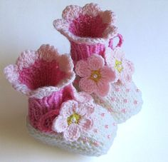 Baby booties Spring Flowers Pink knit baby girls by MiaPiccina