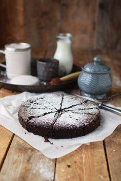 saftiger-mandel-schokokuchen-glutenfrei-gooey-almond-chocolate-cake-glutenfree-8