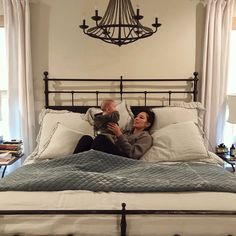 Here's Exactly How Joanna Gaines Created Her Dreamy Master Bedroom Take a closer look at the relaxing bedroom Joanna Gaines created in her Waco, Texas home, and shop everything you need to replicate her signature modern farmhouse style Bedding Master Bedroom, Farmhouse Master Bedroom, Cozy Bedroom, Bedroom Decor, Master Bedrooms, Master Room, Bedroom Sets, Bedroom Wall, Joanna Gaines Bedding