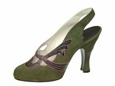 An Article To Help You Better Understand Shoes 1940s Shoes, Retro Shoes, Vintage Boots, Vintage Outfits, Vintage Wardrobe, Fashion Shoes, Fashion Accessories, Old Shoes, Fuchsia