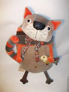 Купить или заказать Василь в интернет-магазине на Ярмарке Мастеров. Кот, просто кот. Выполнен из велюра разного цвета. Наряд тоже прост-бант из американского хлопка. С 'добычей'. (Сделаю на заказ, возможны варианты.