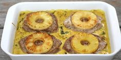 Koteletter i fad med karry, ananas og kokosmælk Meatloaf, Chutney, Macaroni And Cheese, Pineapple, Food And Drink, Meals, Chicken, Fruit, Ethnic Recipes