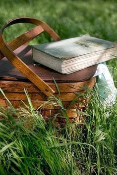 Summer afternoon…the two most beautiful words in the English language: … Henry James. [The two most beautiful words in the English language: Picnic Basket. Picnic Time, Summer Picnic, Most Beautiful Words, Mischief Managed, Book Nooks, Simple Pleasures, I Love Books, Bushcraft, Belle Photo