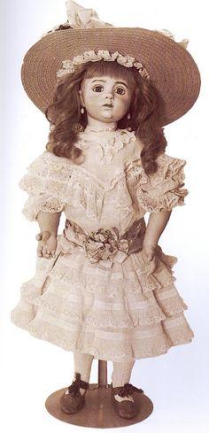 Пару лет ношусь с мыслью увидеть каждую из сотни кукол Альберта Марке. Мне…
