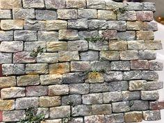 Impariamo a dipingere un muro in polistirolo dando un effeto pietra grazie a questo tutorial gentilmente concesso da Alessandro Baldini.