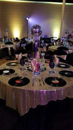 New neon disco party outfit 14 ideas Disco Theme Parties, 80s Birthday Parties, Disco Party Decorations, Disco Birthday Party, 70th Birthday, Party Party, 60s Party Themes, 80s Theme Party Outfits, Sofia Party