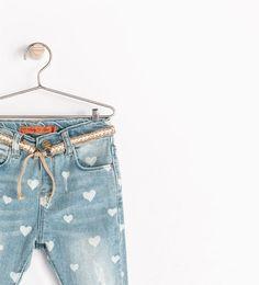 Image 3 de Pantalon denim coeurs de Zara