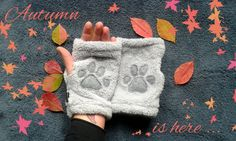 Fluffy paw arm warmers  Purrfect for this autumn by DoGATAilla